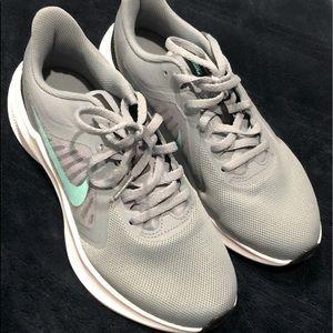 Worn 1x Nike Downshifter 10 Sneaker Grey/Aqua 7